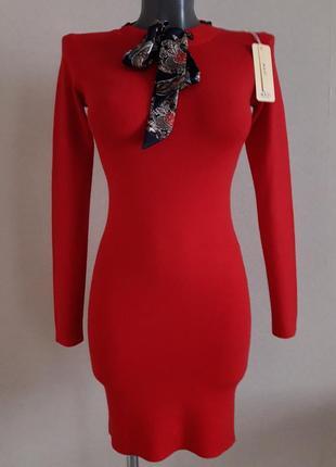 Яркое,стильное,деловое,офисное,облегающее,люкс качества,платье в рубчик,с аксессуаром