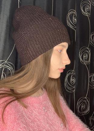 Женская стильная тёплая коричневая шапка бини leks