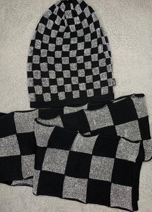 Набор из шапки и шарфа с оригинальным принтом в клетку loman