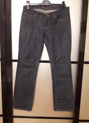 Классические джинсы прямого покроя