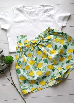 Женская пижама с шортиками в лимоны