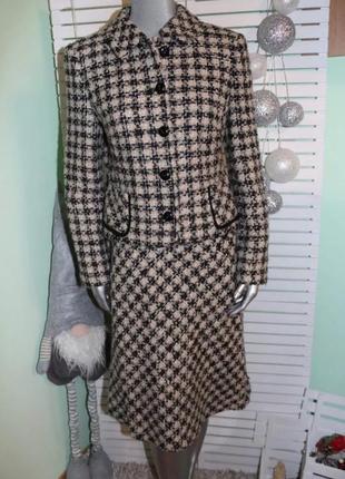 Шерстяной костюм с юбкой