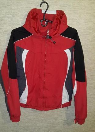 Демисезонная спортивная куртка на мальчика