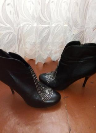 Ботинки на шпильке