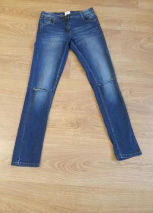 Классные джинсы..с дырками на коленах