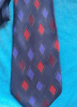 Красивый шелковый галстук