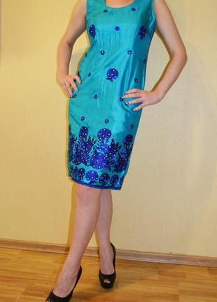 Роскошное  платье с вышивкой размер  s