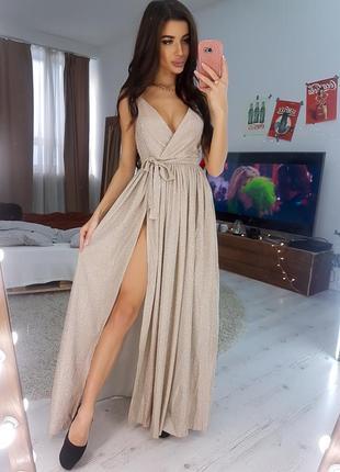 Длинное блестящее бежевое платье на запах (вечернее, выпускное)