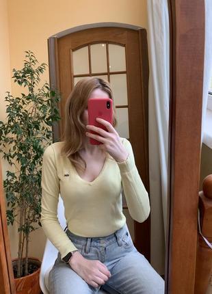 Желтый джемпер lacoste