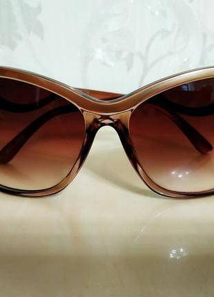 Нові сонцезахисні окуляри новые солнцезащитные очки