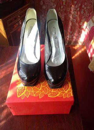 Черные лаковые туфли, фирмы stoalos