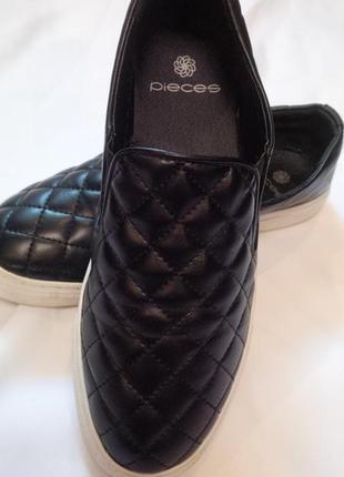 Стильные кроссовки pieces