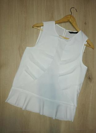 Нежная белоснежная блузочка с оборками без рукавов