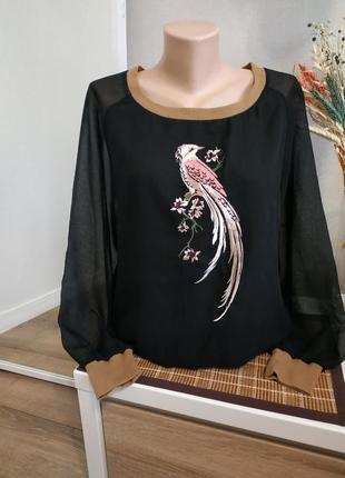 Черный свитшот с вышивкой бренд