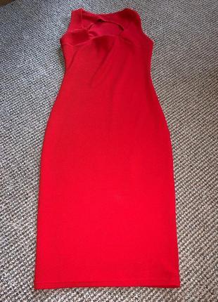 Платье яркое облегающее