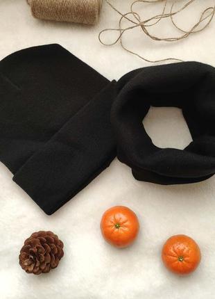 Черная шапка и снуд хомут комплект