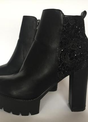 Ботинки на тракторной подошве sweet shoes р.39 черные полусапожки с ажуром кружево