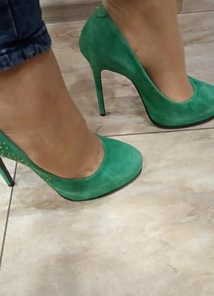 Бесподобные замшевые туфли на шпильке