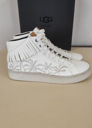 Стильные белые ботинки ugg
