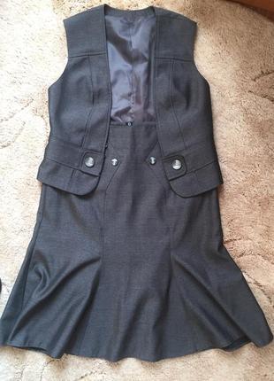 Костюм юбка и жилетка