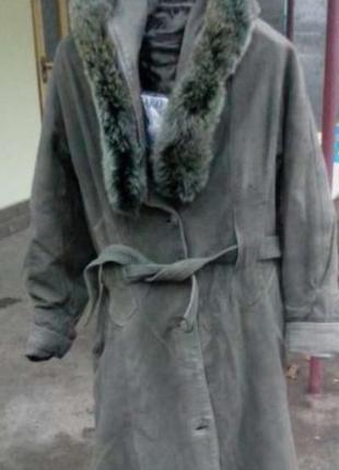 Кожаный плащ женский с меховым воротником .