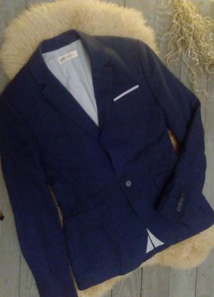 Красивый стильный пиджак