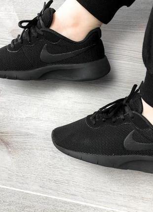 Базовые чёрные легкие кроссовки nike
