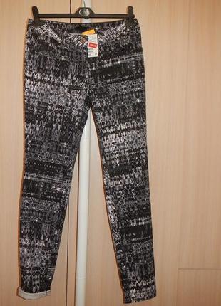 Стрейчевые джинсы в принт slim h&m p.40
