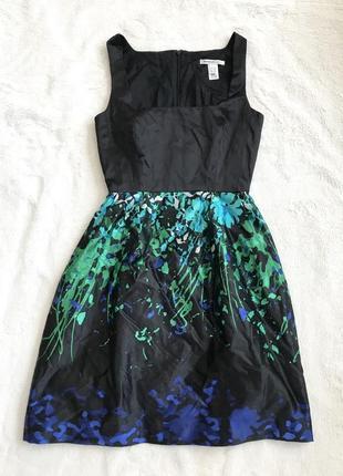 Короткое платье без рукавов