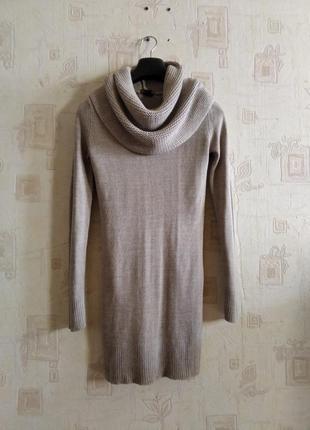 Теплое зимнее вязанное платье с хомутом