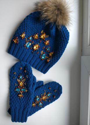 Зимняя шапка с варежками яремча вышиты стразами swarowski, хрусталем, жемчугом и бисером