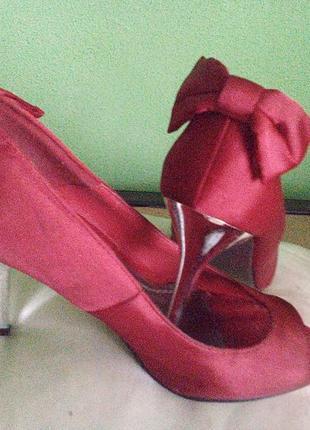 Туфли с открытым носком красные с бантиком