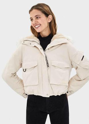 Теплая куртка bershka с мехом оверсайз
