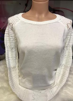 Белый свитер со съемным хомутом