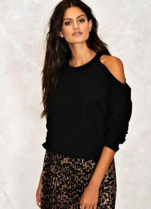 Черный вязанный свитер оверсайз с открытыми плечами вырезами кофта теплая обьемная