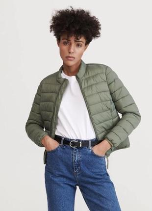 Базовая актуальная стеганая облегчённая куртка reserved