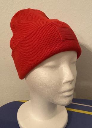 Стильная зимняя красная шапка от h&m