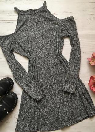 Красивое платье с открытыми плечами большого размера