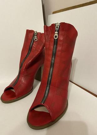 Крутые кожаные ботинки, ботильоны боты с открытым носком, босоножки