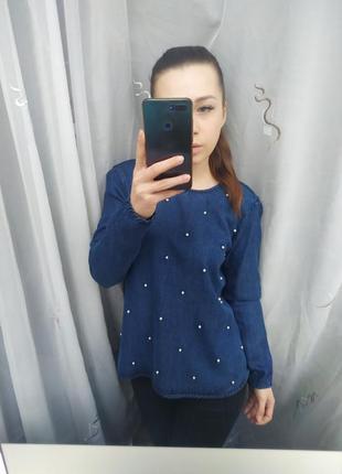 Шикарная джинсовая блузка с жемчужными бусинами