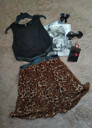 Красивое платье с вырезами, кожаными вставками, на молнии/сарафан леопард