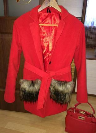 Яркое стильное пальто тренч кардиган с меховыми карманами польша