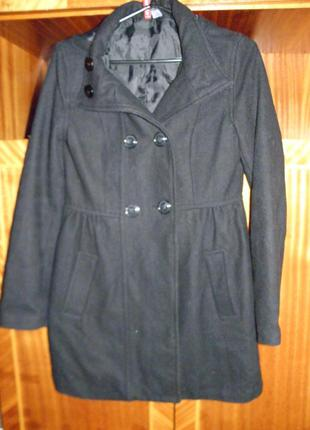 Черное пальто h&m с капюшоном