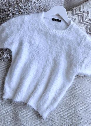 Белый пушистый мохеровый свитер