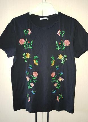 Красивая футболка с вышивкой zara.