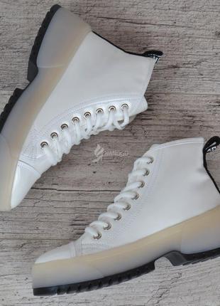 Ботинки женские на платформе martens стиль белые на шнуровке лакированные5 фото