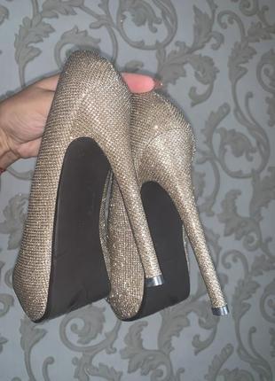 Босоножки блестящие туфли с открытым носком золотые