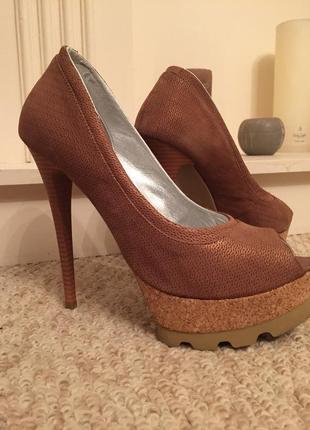 Пикантные туфли с открытым носком