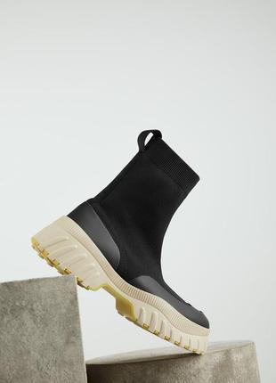 Ботинки - носок  с желтой подошвой zara