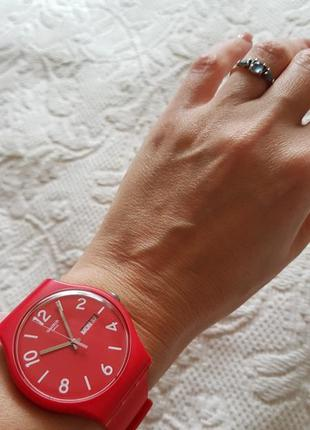 Швейцарские часы swatch алого цвета2 фото